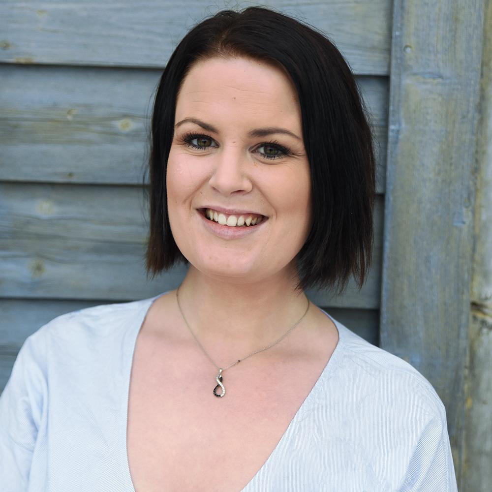 Cecile Brodahl, leder support